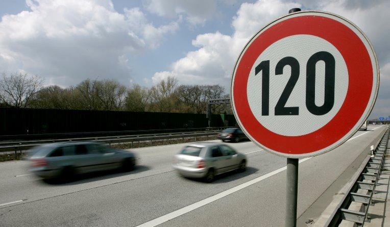 В Германии могут положить конец движению по скоростным автобанам без ограничения скорости