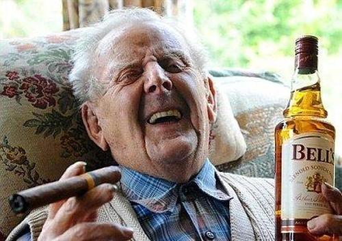 Хотите прожить дольше?  У упитанных людей за 70, любящих кофе и алкоголь, нет повода для беспокойства