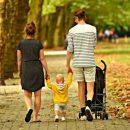 Родители должны учить детей помогать другим людям