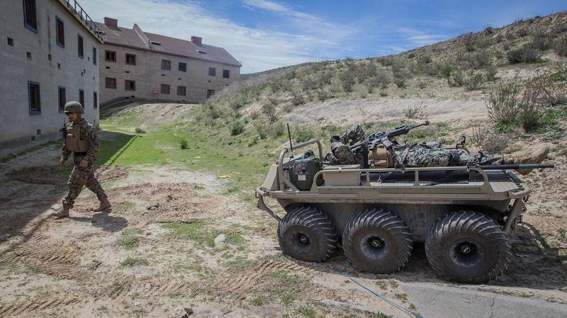 Армия США закупила 624 роботизированных тягачей-вездеходов для применения на поле боя